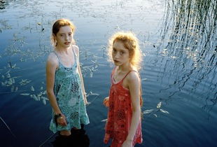 Amelia and Isa in the water © Marius Schultz