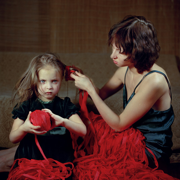 Exchanging Wisdom, 2006. From the series, Anna & Eve © Viktoria Sorochinski