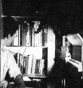 «J'ai rapidement compris que ce support fibreux et profond avait déjà en soi sa propre cohérence, sa propre âme, et qu'il n'avait pas besoin d'être retravaillé. C'est à mes yeux un médium complet qui se suffit à lui-même.» Lomig Perrotin [washi] © Gilles Demarque de Rieux