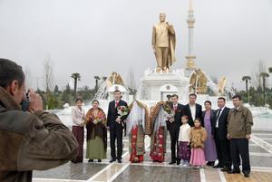 Ashgabat, Turkmenistan, 2007 © Nick Hannes