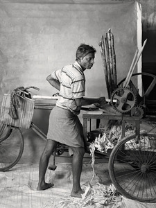 SUGARCANE JUICE SELLER, $24 WEEKLY, 2012 © Supranav Dash