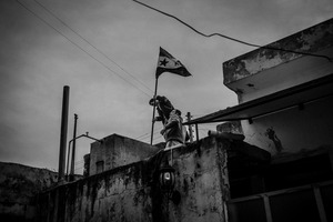 © Maciej Moskwa/TESTIGO.pl Syrian anti-governmental activists set new Syrian flag on top of building in Saraqeb. February 2013, Idlib province.