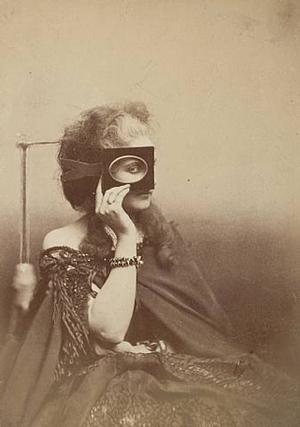 Pierre-Louis Pierson, La Comtesse de Castiglione (Scherzo di Follia), 1863-1866. Courtesy Fraenkel Gallery, San Francisco