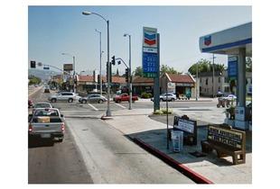 Beverly Boulevard and La Brea Avenue, Los Angeles, California     © Pep Ventosa