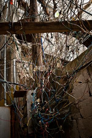 Electrical wiring, Borj Al Barajneh Camp. 2012 © Gloriann Liu