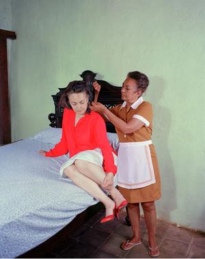 2nd Prize, Lens Culture International Exposure Awards 2011, Portfolio Category Peinando el cabello, from the series Casa de Mujeres © Rachelle Mozman
