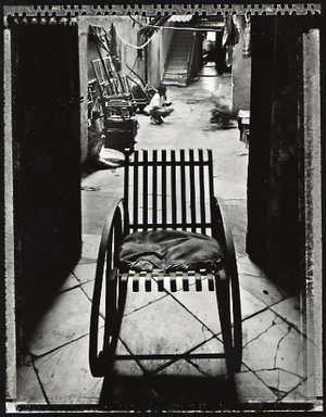 Grandmother's Chair, Havana, 2000. © Elaine Ling