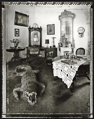 Family Room, Trinidad, 2002. © Elaine Ling